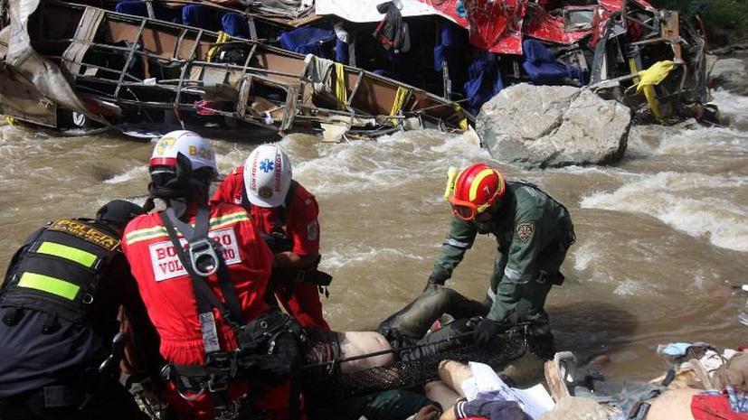 В Индии падение автобуса в реку унесло более 30 жизней