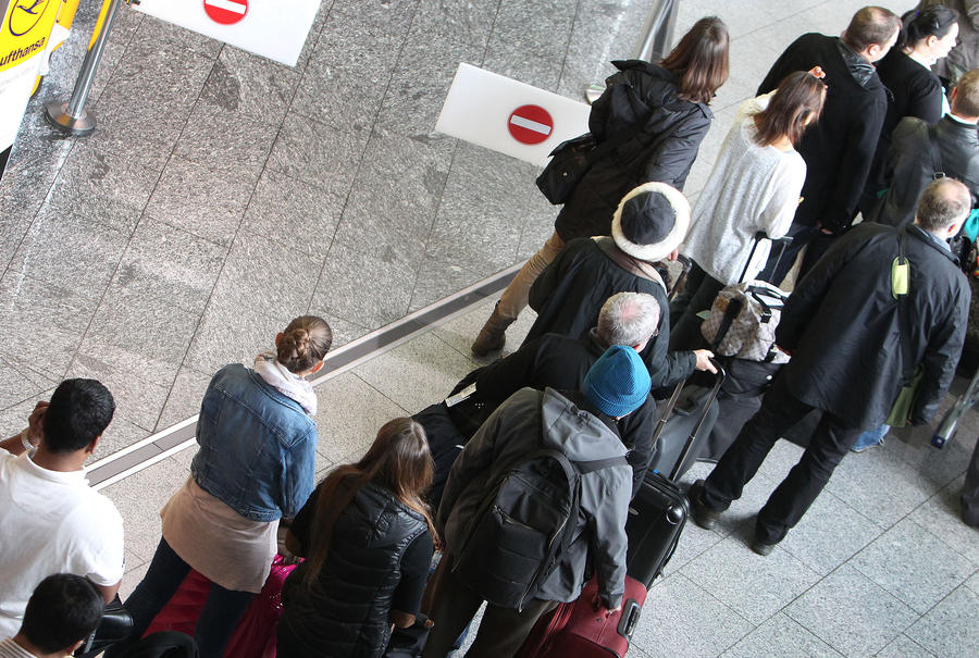 Вице-президент Европарламента извинился за дебош в аэропорту