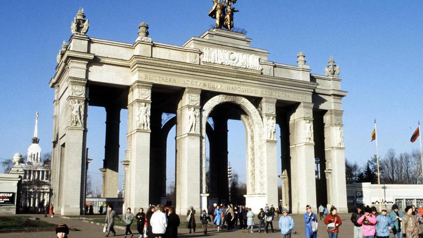 Пьяный водитель сбил семью велосипедистов на ВВЦ в Москве, погибла женщина