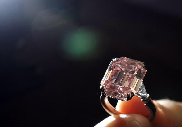 В США грабитель съел бриллиантовое кольцо