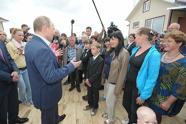 Владимир Путин потребовал без формализма решать проблемы пострадавших от наводнения на Дальнем Востоке