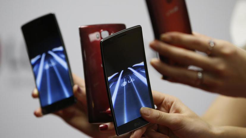 Следить через аккумулятор: местоположение человека можно определить по уровню заряда смартфона