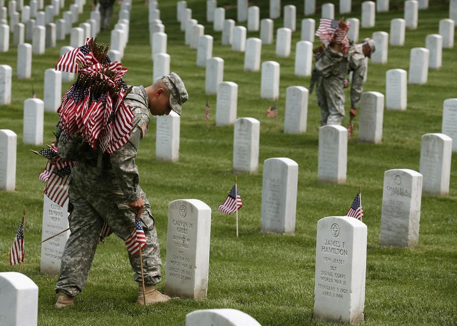 Американские власти собирались поставить на военный учёт 120-летних старцев