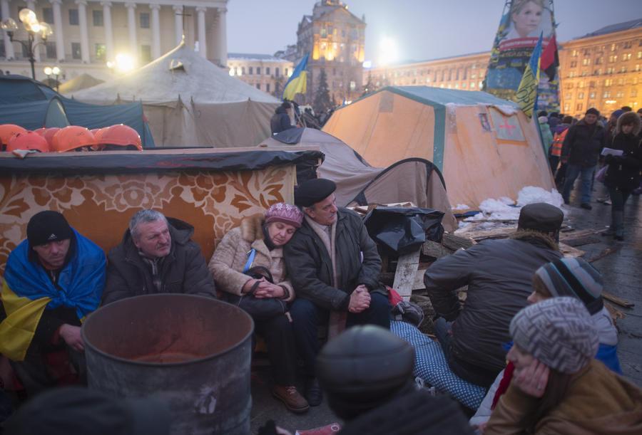 Сторонники евроинтеграции расширяют палаточный городок за  пределы Майдана Незалежности
