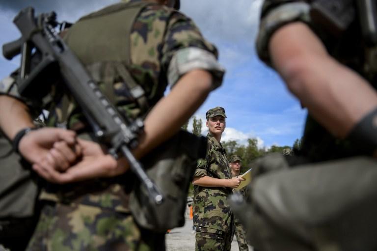 Швейцария проголосовала против отмены всеобщей воинской повинности