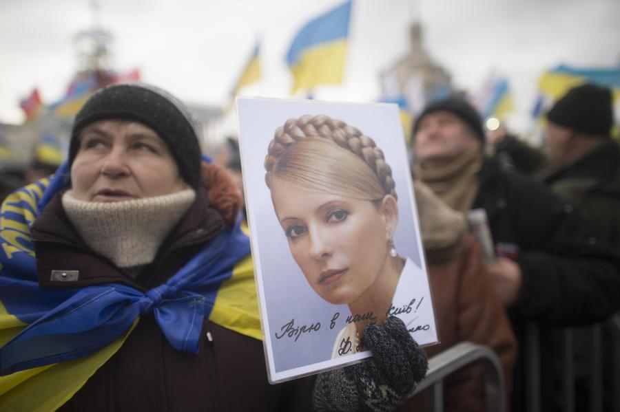 Юлия Тимошенко покинула больницу в Харькове и едет на Майдан