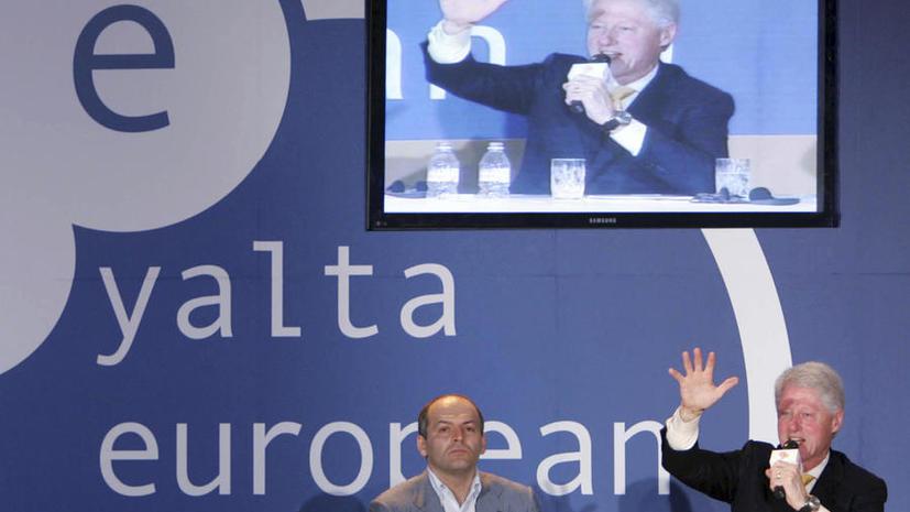 СМИ: До начала Майдана самые большие взносы в Фонд Клинтонов делали украинские олигархи