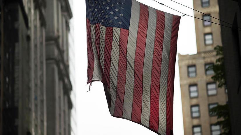 Американский политолог: США лишь поддерживают иллюзию роста собственной экономики