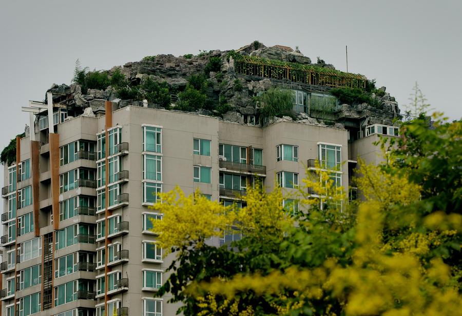 Власти Пекина требуют снести «горную виллу» с крыши многоэтажного дома
