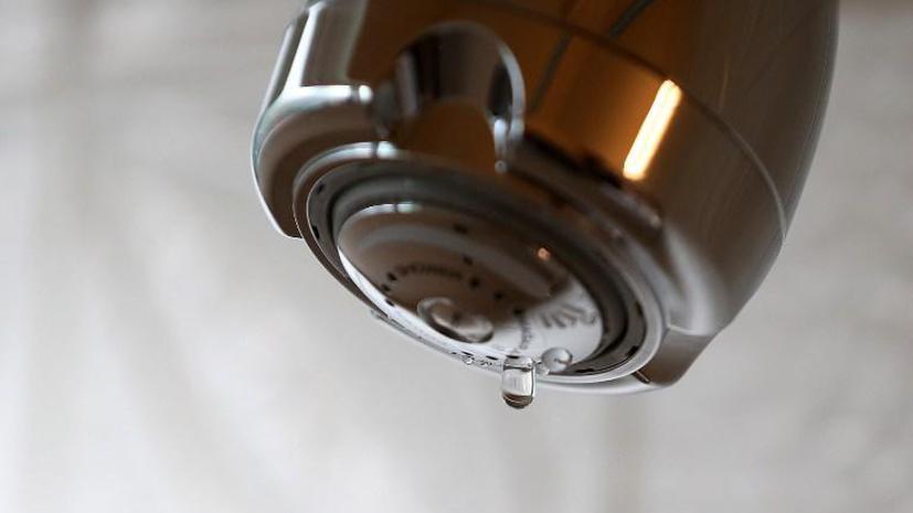 Американку насильно заставляют пользоваться электричеством и водопроводом