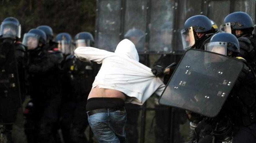 Парижские манифестанты атаковали президента Олланда во время траурной церемонии