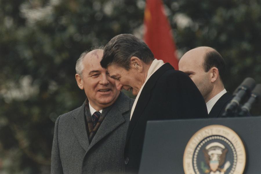 СМИ: Рональд Рейган предлагал Михаилу Горбачёву вместе бороться с пришельцами