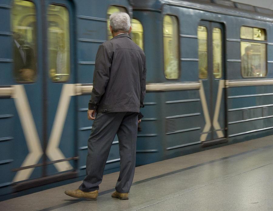 На Калининской линии метро произошёл несчастный случай, движение парализовано