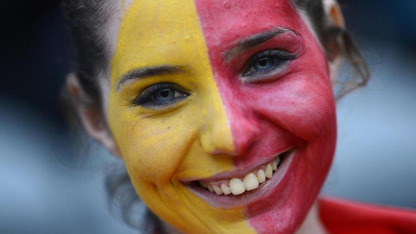 Исследование: Шутки красивых мужчин кажутся женщинам смешнее