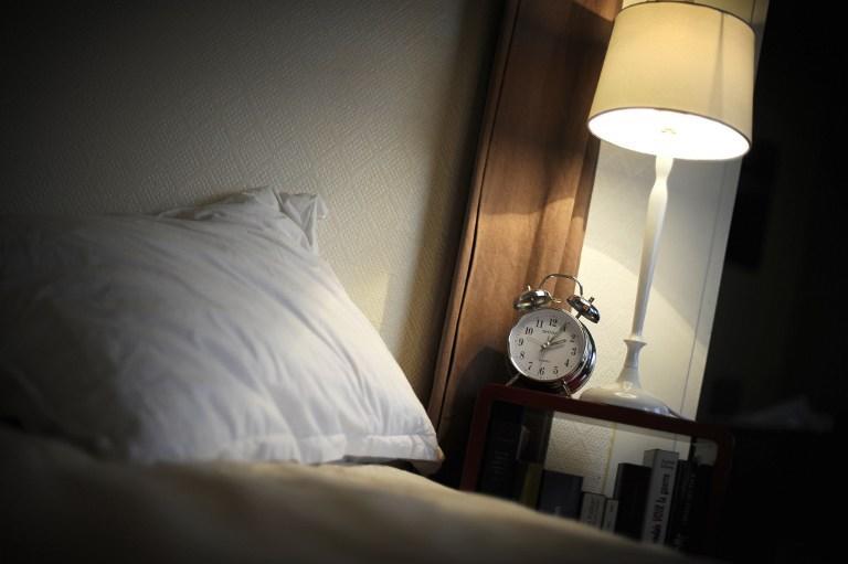 Видеокамера в будильнике спасла пенсионерку от смерти