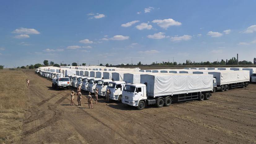 Иностранные и российские журналисты осмотрели гуманитарные КамАЗы и поговорили с водителем