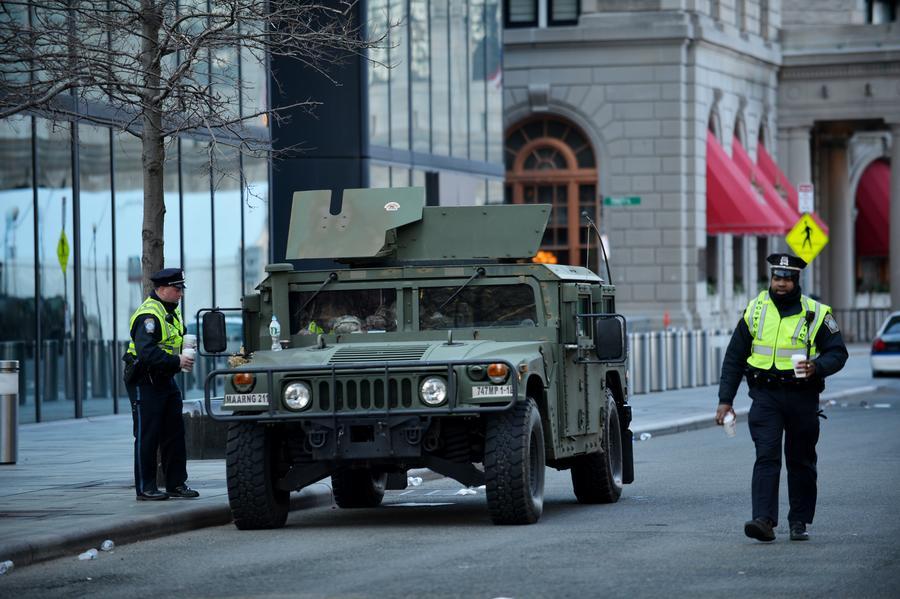СМИ: Полиция США использует конфискованные средства для приобретения оружия и оплаты развлечений