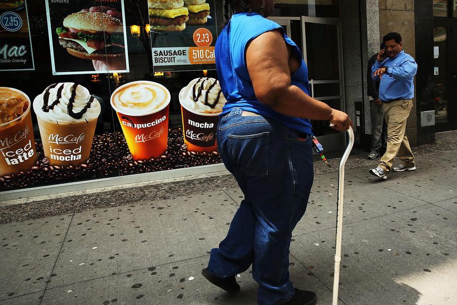 Программа ожирения: как пособия на еду растягивают пояса американцев