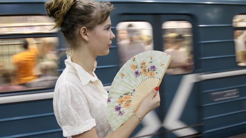 Пассажиров столичного метро от жары спасут бесплатные веера