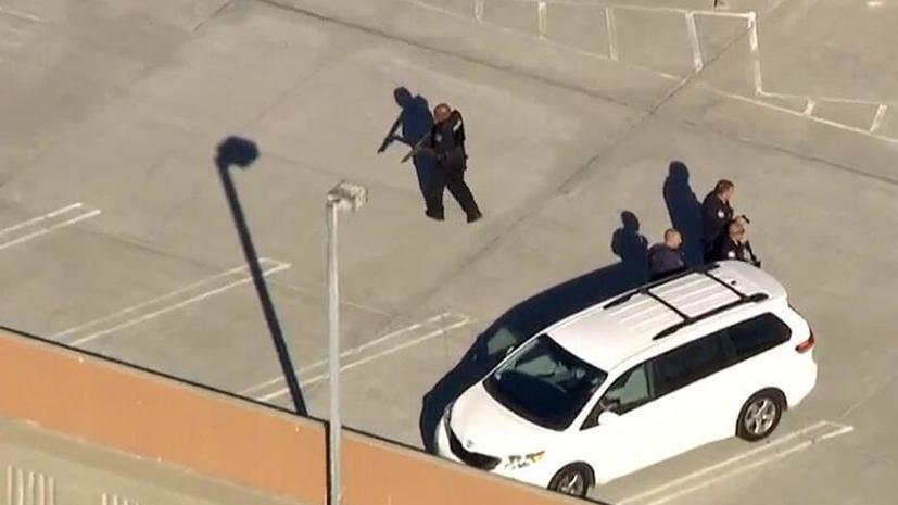 В результате перестрелки в аэропорту Лос-Анджелеса один человек убит, более 700 рейсов задержаны