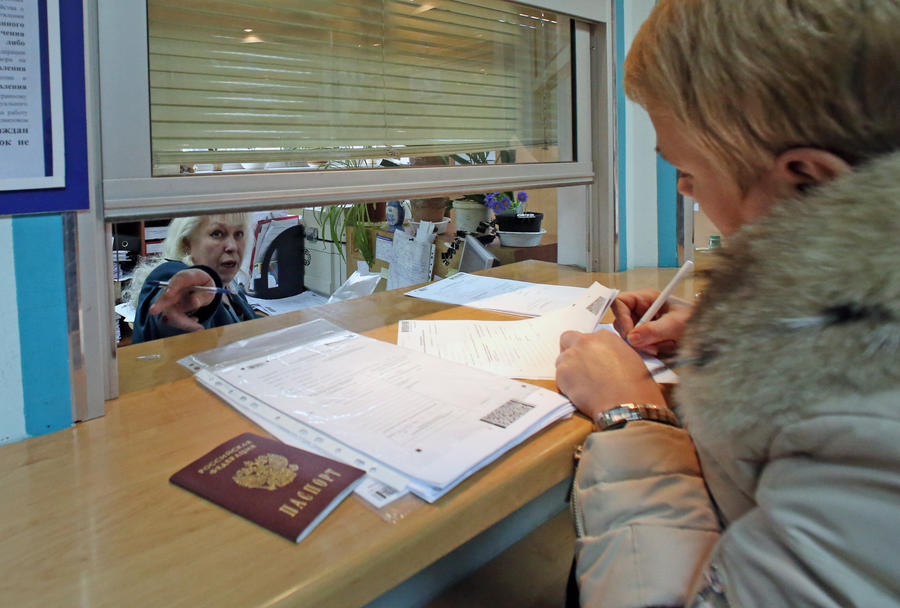 Пластиковые паспорта в России начнут выдавать с 2015 года