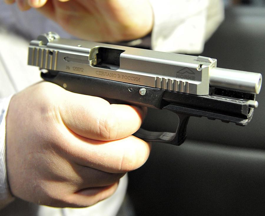 Астраханский террорист захватил в заложники пять человек