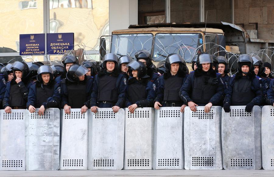 Донецкие депутаты потребовали от Киева убрать войска из Донбасса
