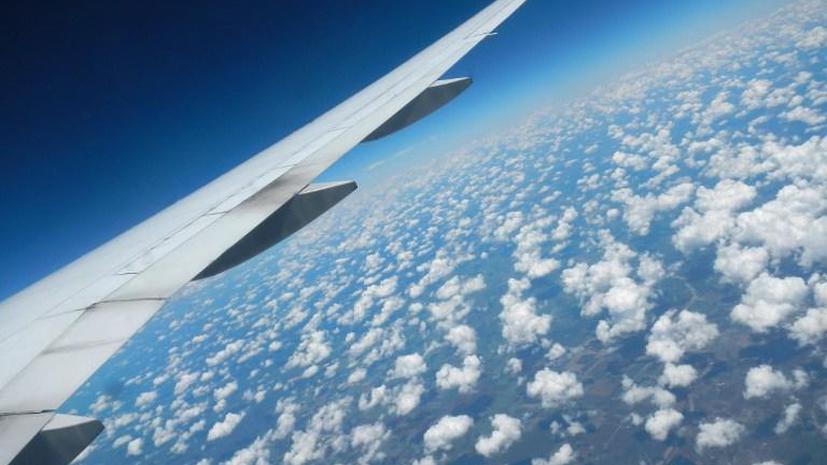 Исследование: американцы игнорируют правила и летают в самолётах с включёнными телефонами