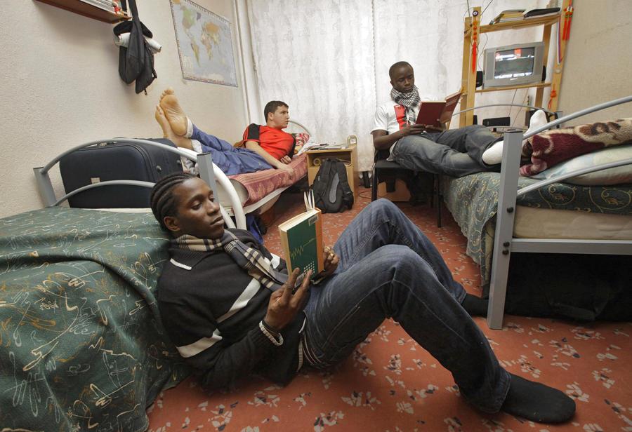 Студенты обратятся к президенту с просьбой оставить им места в общежитиях на лето