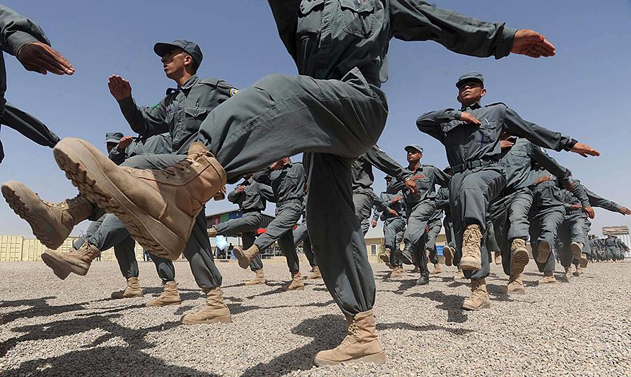 Офицер афганской полиции  расстрелял своих коллег