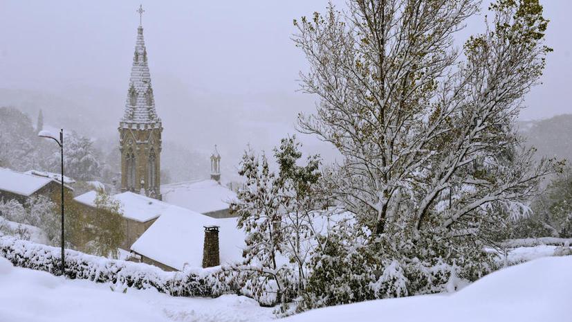 Крыша церкви во Франции обрушилась во время мессы