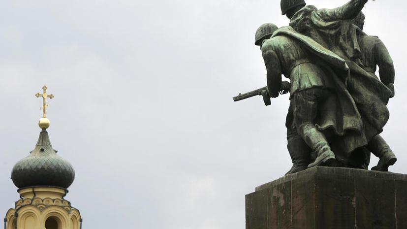 Вместо спасибо: в Польше выступают за демонтаж памятников советским солдатам
