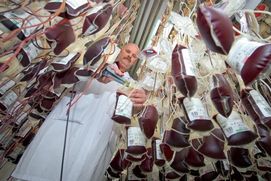 Донорская кровь британцев досталась частной фирме из США