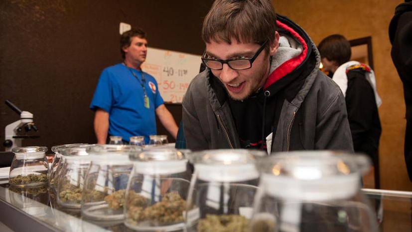 Первый магазин, торгующий марихуаной, открылся в штате Колорадо