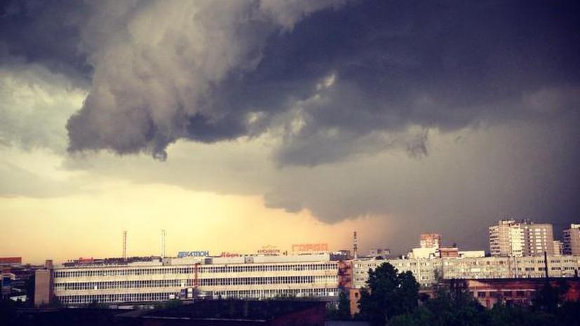 Утки на Красной площади: майский ливень затопил улицы Москвы