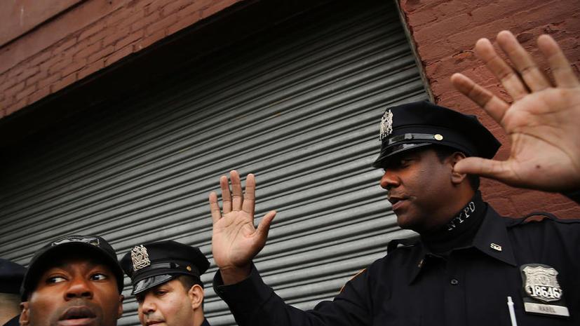 Полицейские в США обменивались интимными фото задержанных