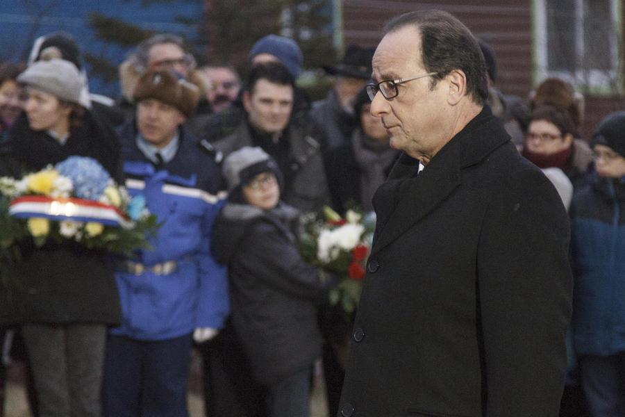Эксперт: Выступая за снятие санкций, Олланд руководствуется политическим инстинктом самосохранения