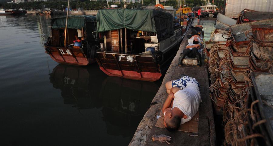 Тайфун «Вутип» обрушился на южное побережье Китая: более 70 рыбаков пропали без вести