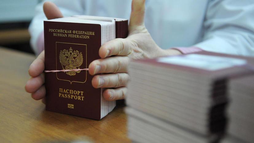 Отпечатки пальцев в загранпаспортах россиян появятся с 2015 года