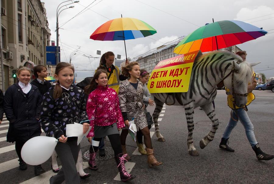 На российских дорогах появятся надписи «дети» и «школа»