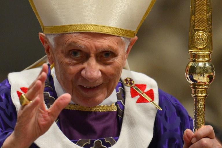 Бенедикт XVI cтал виртуальным сводником