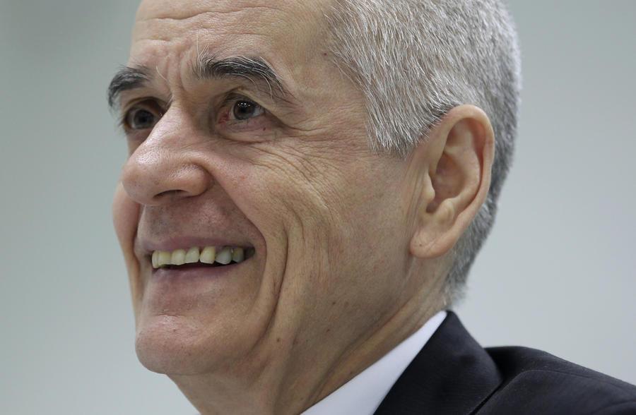 Геннадий Онищенко назвал «цинизмом» предложение Минфина РФ разрешить курение в аэропортах