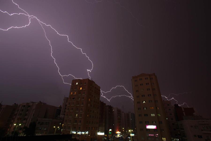 Российские учёные: молнию вызывают лучи из космоса
