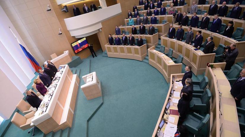 Депутаты предложили сажать на год за надругательство над гимном