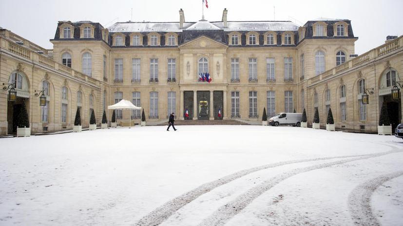 Театральный режиссёр попытался протаранить ворота дворца президента Франции в знак протеста