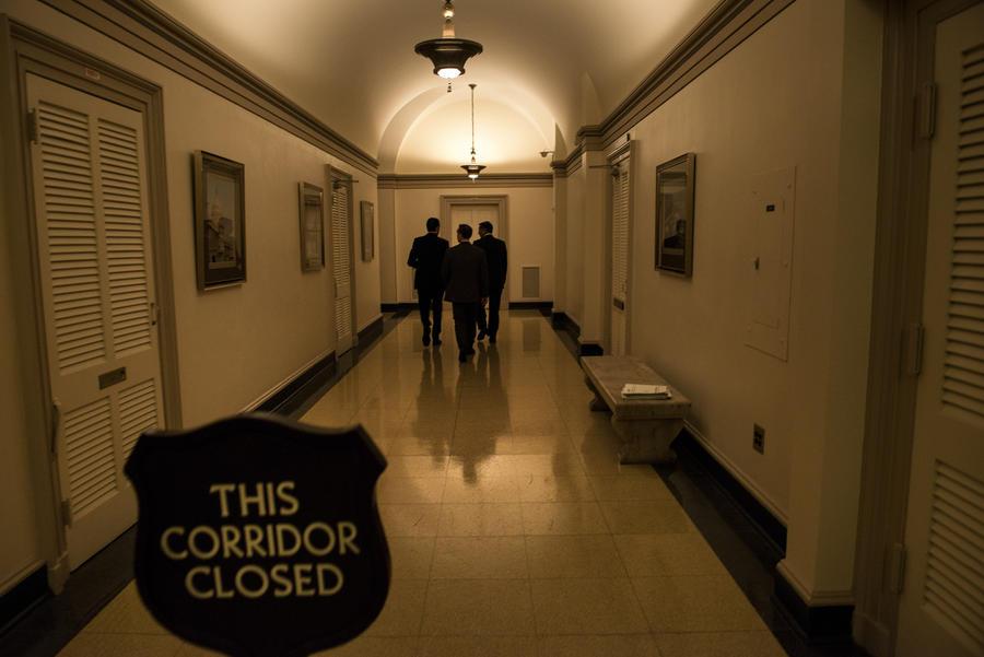 Госслужащие, получившие пособие по безработице во время бюджетного коллапса в США, должны вернуть деньги