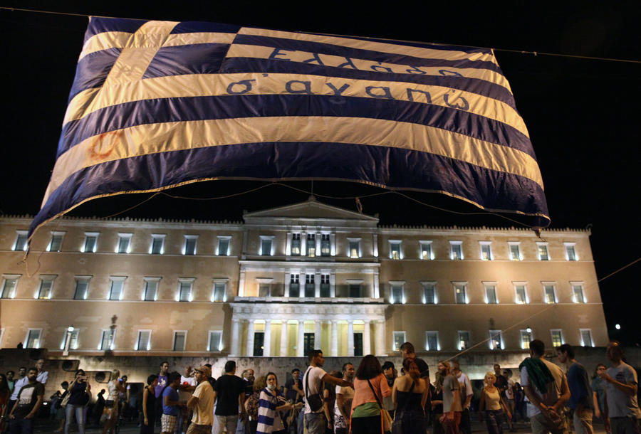 Парламент Греции одобрил закон о новых мерах жёсткой экономии в обмен на помощь кредиторов