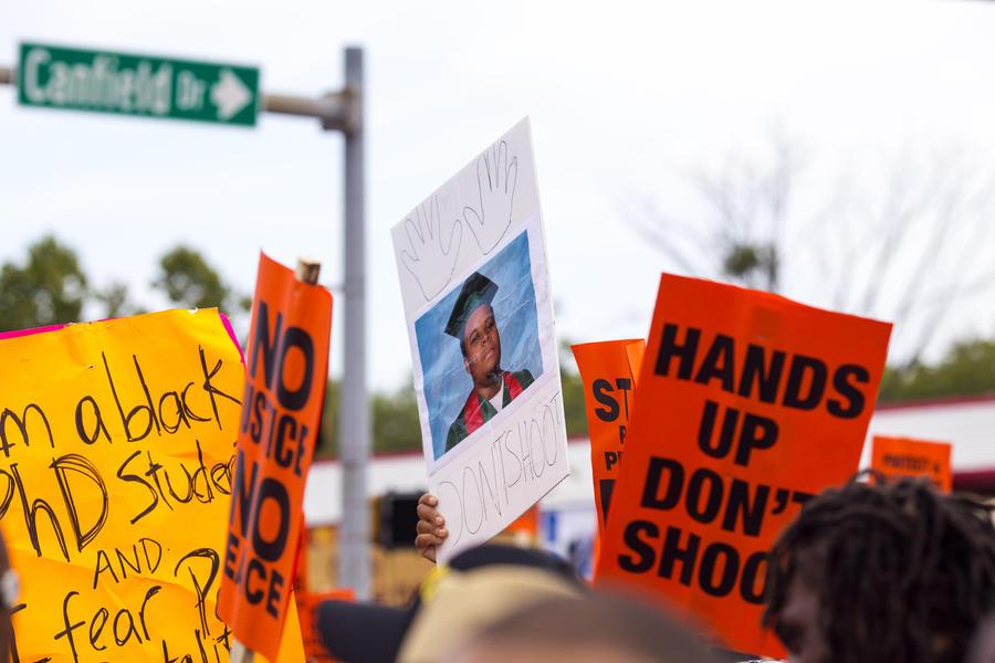 В Вашингтоне прошли протесты в память об убитом Майкле Брауне