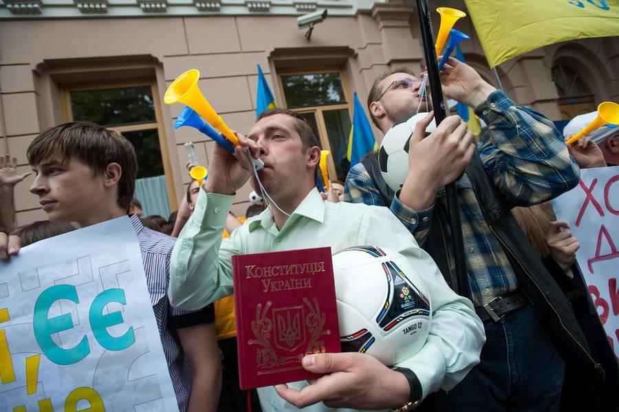 ДНР и ЛНР предложили Киеву список поправок к Конституции Украины