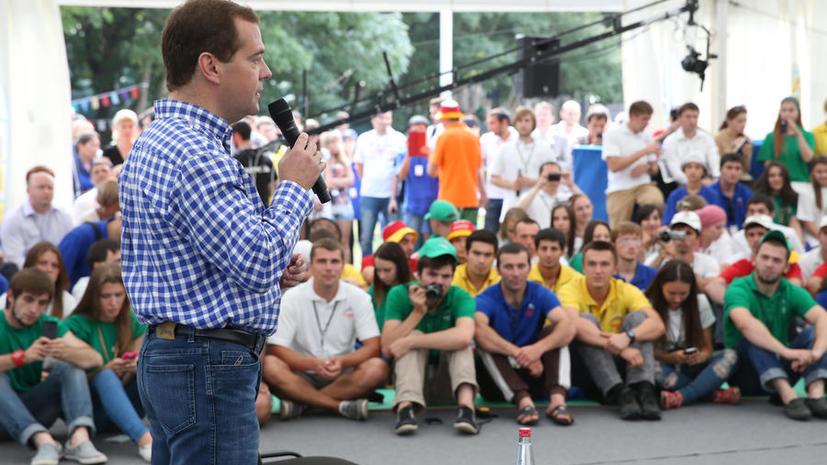 Дмитрий Медведев призвал блогеров к защите государства от информационных атак